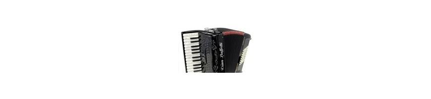 Nieuwe en gebruikte accordeons tot 80 bas.